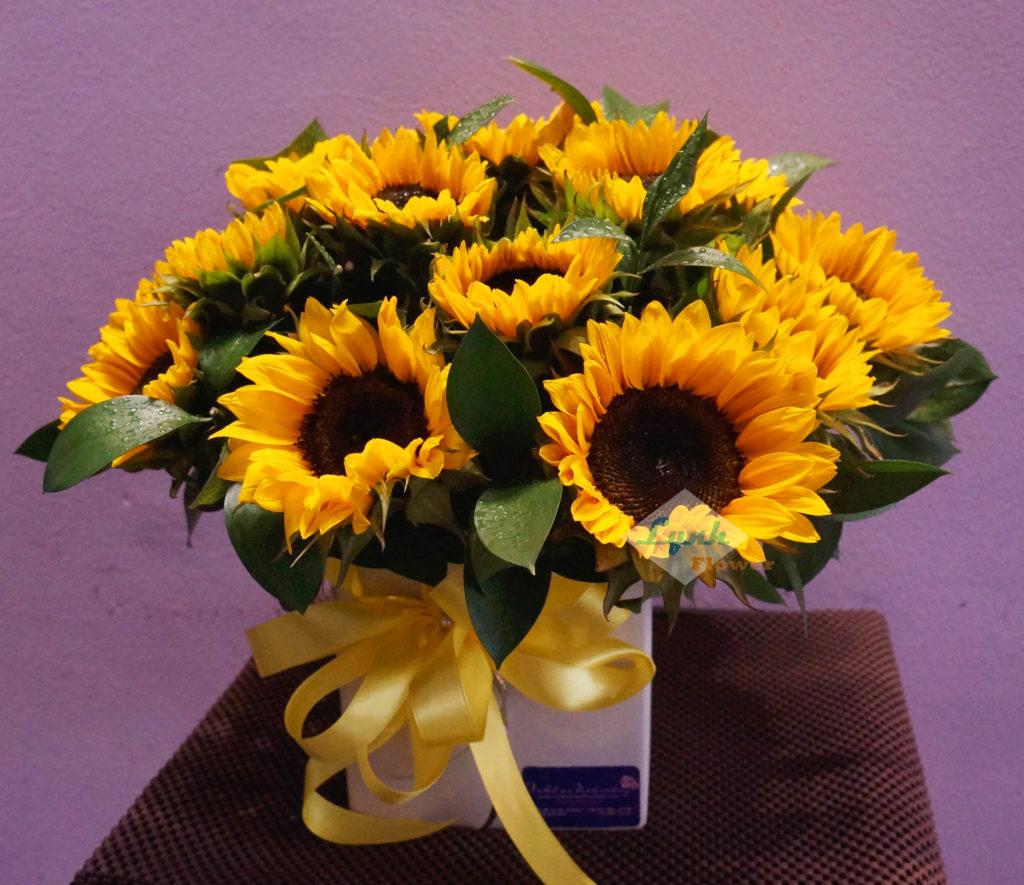 mẫu hoa tươi đẹp trang trí với hướng dương